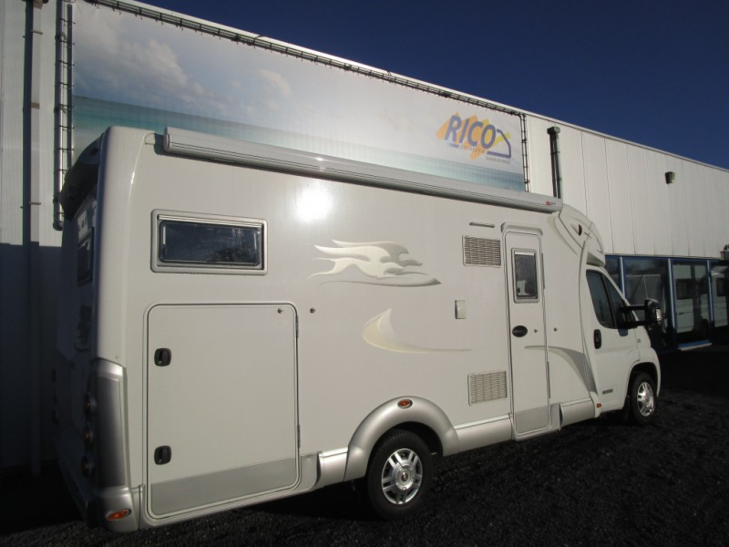 Laika camper laika x 710 r 4 persoons rico recreatie for Laika camper